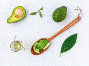 Avocados sind eine der besten Super Foods zum Abnehmen. Mehr dazu auf www.myodyartist.de!