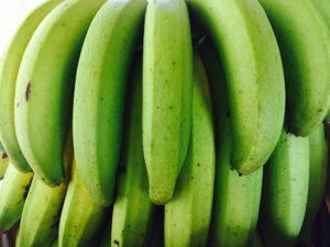 Grüne Bananen sind nicht nur kohlenhydratarm, sondern enthalten auch sogenannte Resistente Stärke. Dies ist eine Sonderform der Stärke, die...