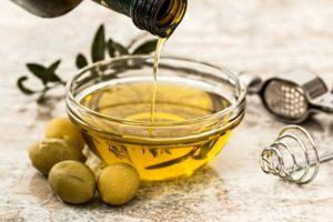 Olivenöl ist eine der besten Super Foods zum Abnehmen. Mehr dazu auf www.myodyartist.de!