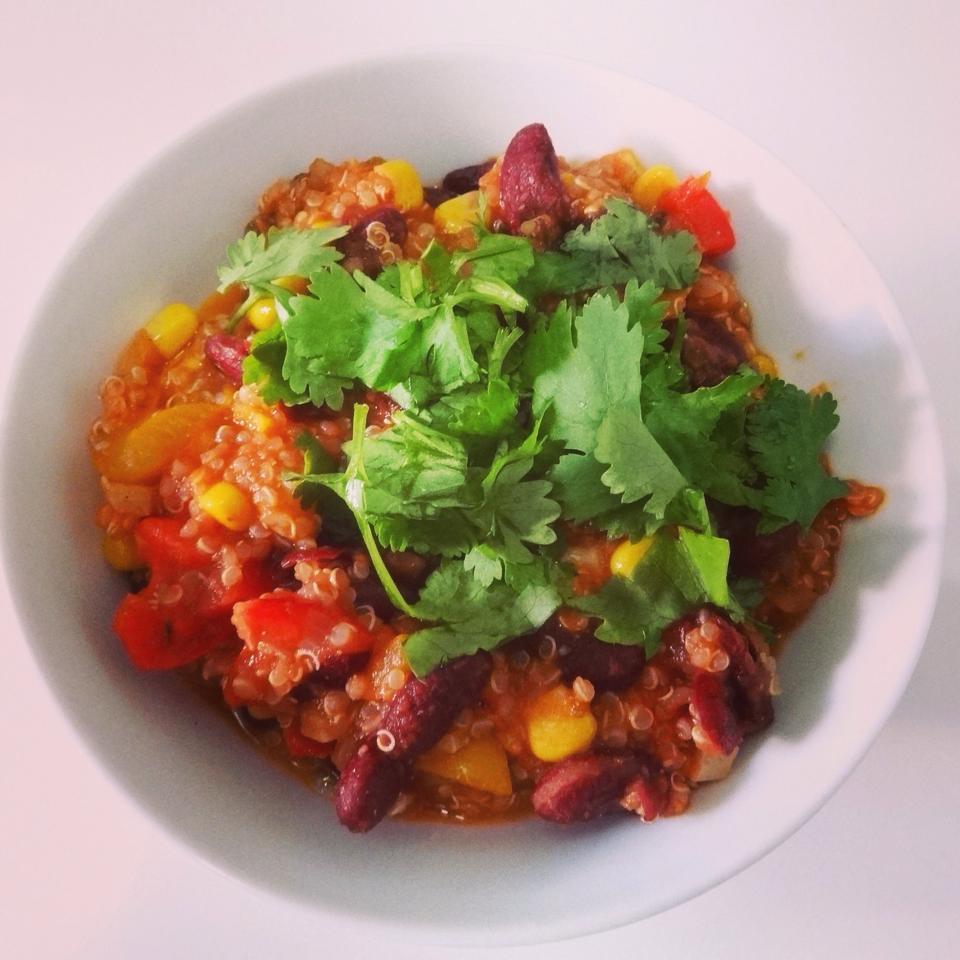 Dieses leckere Chili sin Carne Rezept eignet sich besonders gut für Leute, die sich vegetarisch ernähren aber gleichzeitig auch abnehmen möchten....