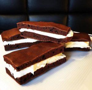 Mit dieser leckeren Protein Milchschnitte ist naschen ohne Reue angesagt, denn sie enthält weder Zucker, noch dickmachende Transfette. www.mybodyartist.de