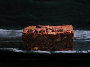 Naschkatzen aufgepasst: mit diesen Protein Brownies müsst ihr nie wieder Angst vor einer Heißhungerattacke haben! Denn diese Brownies sind nämlich nicht nur ohne Zucker, sondern auch glutenfrei und laktosefrei. Das Rezept findet ihr auf www.mybodyartist.de!