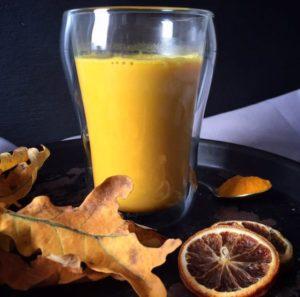 Goldene Milch - der ultimative Immun-Booster. Das Rezept sowie viele weitere Abnehmtipps (auch bei Hashimoto) findest Du auf www.mybodyartist.de!