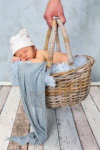 Wer zu wenig schläft, lebt nicht nur kürzer, sondern wird auch mit höherer Wahrscheinlichkeit übergewichtig. Doch gerade für Frauen mit Baby ist an Schlaf meist nicht zu denken. Doch kein Grund um den Kopf in den Sand zu stecken. In diesem Artikel erfährst Du, wie Du auch mit Baby länger schlafen und Energie geladen in den Tag zu starten kannst. www.mybodyartist.de