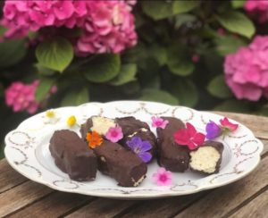 Selbstgemachtes Bounty Eis ohne Zucker oder dickmachende Transfette - Das Rezept findest Du auf www.mybodyartist.de