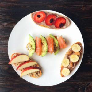 Süßkartoffel Toast - der ideale Brotersatz für alle, die sich glutenfrei oder einfach etwas nährstoffreicher ernähren wollen. Das Rezept findest Du auf www.mybodyartist.de!