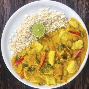 Low Carb Hähnchen Curry mit Blumenkohlreis