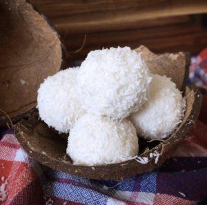 Diese Low Carb Raffaello gehören zu meinen absoluten lieblings gesunden Süßigkeiten. Du findest das Rezept auf unserem Blog auf www.mybodyartist.de!