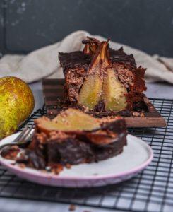 Dieser Low Carb Schoko-Birnenkuchen ist ideal für alle, die sich während ihrer Abnehmphase auch einmal etwas Süßes gönnen wollen ohne dadurch gleich ihre Fortschritte zunichte zu machen.