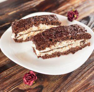 Dieser Low Carb Kinder Pingui Kuchen ist ideal für alle, die abnehmen wollen. Denn er hat gerade einmal 146 kcal und ist zudem mega eiweißreich. www.mybodyartist.de